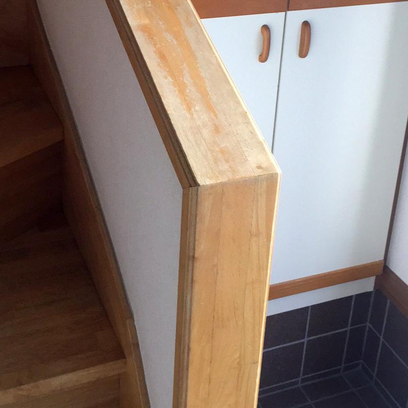 階段手すりの色ハゲ