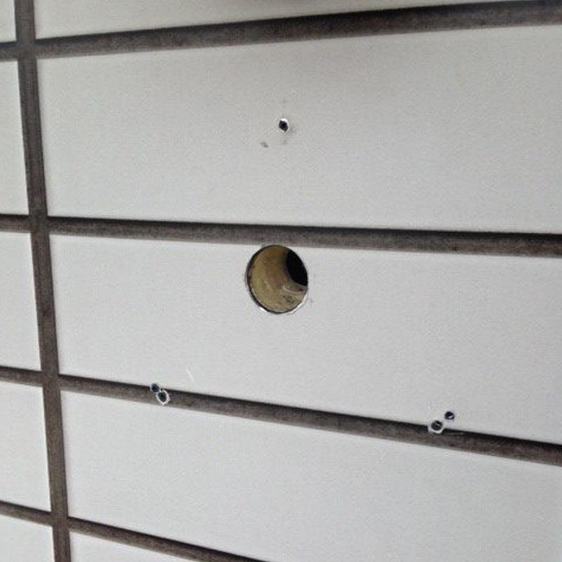外壁パネルの穴