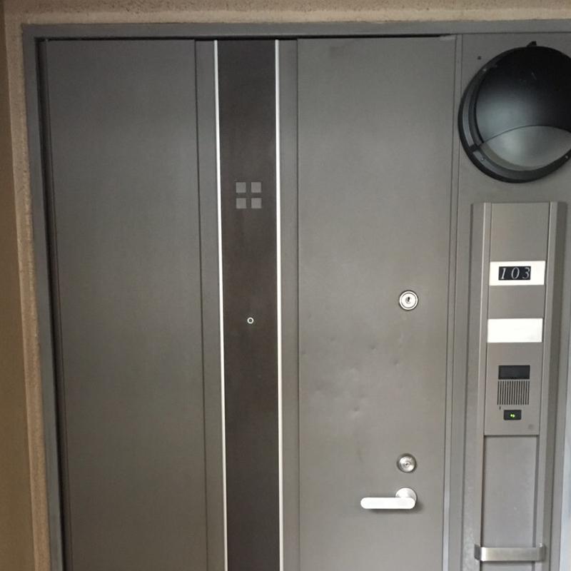 玄関ドアの補修