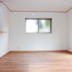 巾木って何?あなたは巾木をご存知ですか?床と壁を継いでいる、あの部分のことです。