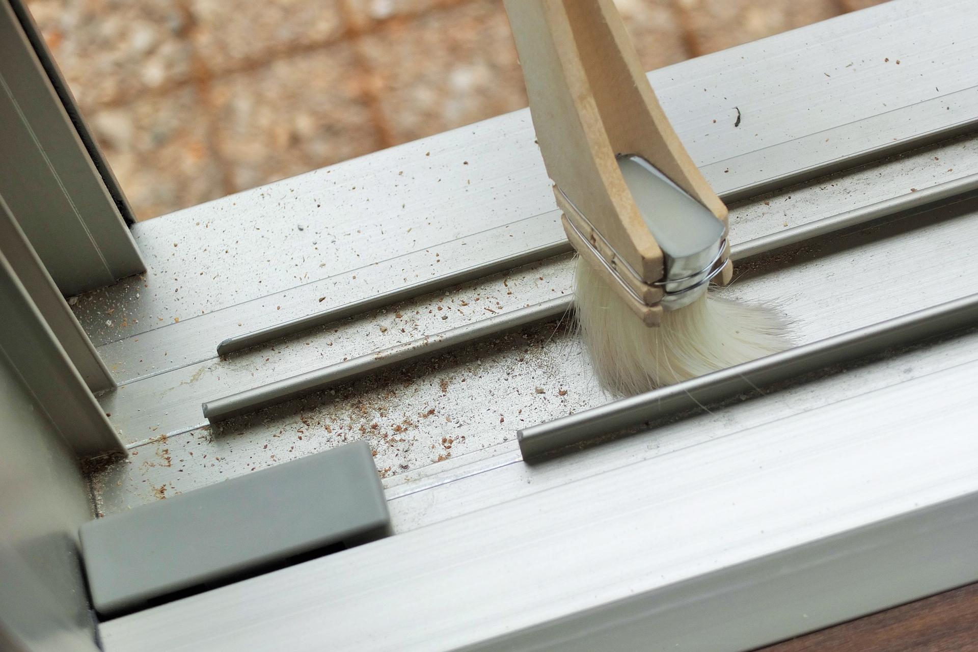 アルミサッシの腐食・キズを補修・修理する方法と事例