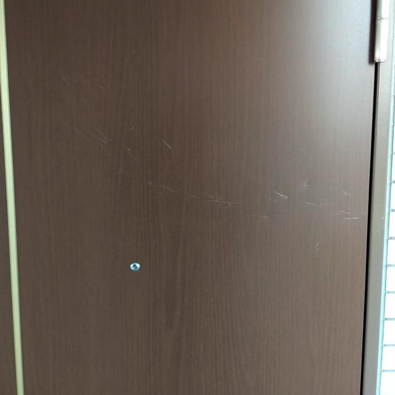 玄関扉の傷補修