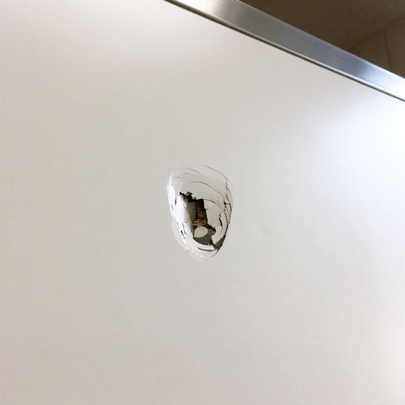 トイレブースのセラールのパネル穴補修