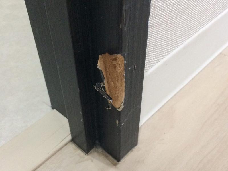 引っ越しドア枠の割れ