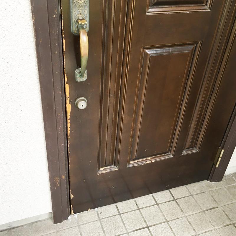 木製玄関扉のキズ・塗装剥がれ