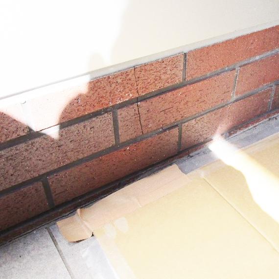 タイル壁面のクラック補修