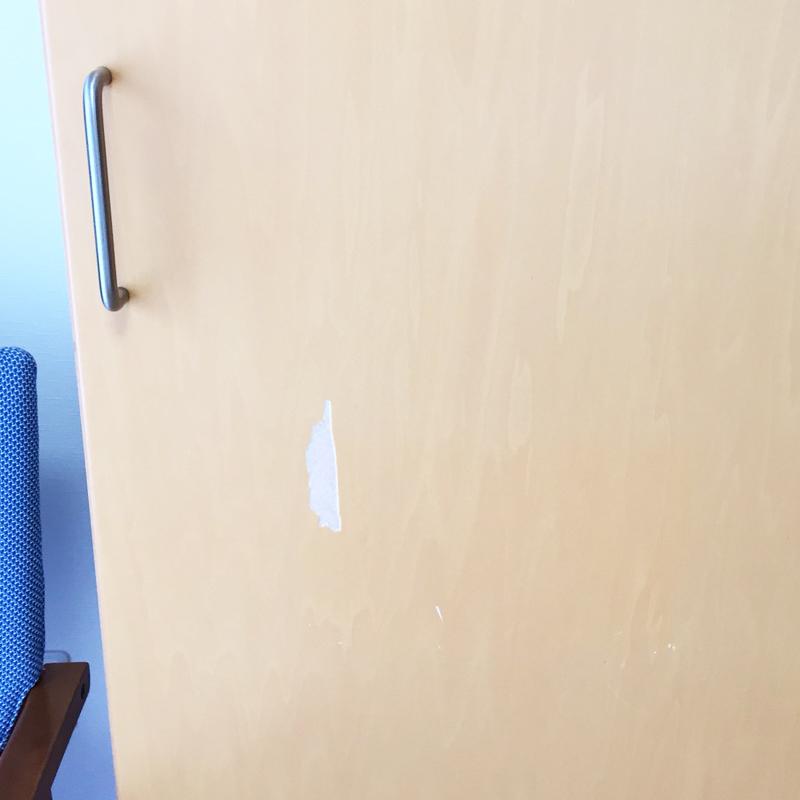 賃貸マンションのドア・建具の表面メクレ補修前