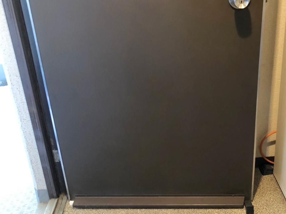 玄関扉の擦り傷ー補修後寄り