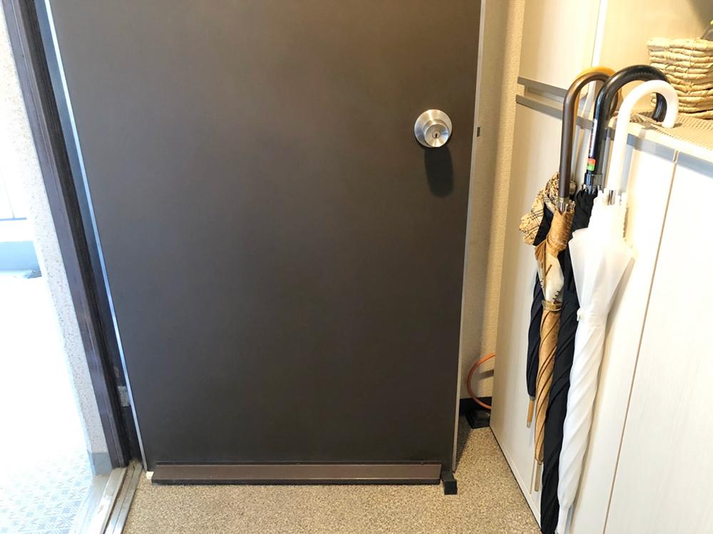 玄関扉の擦り傷ー補修後