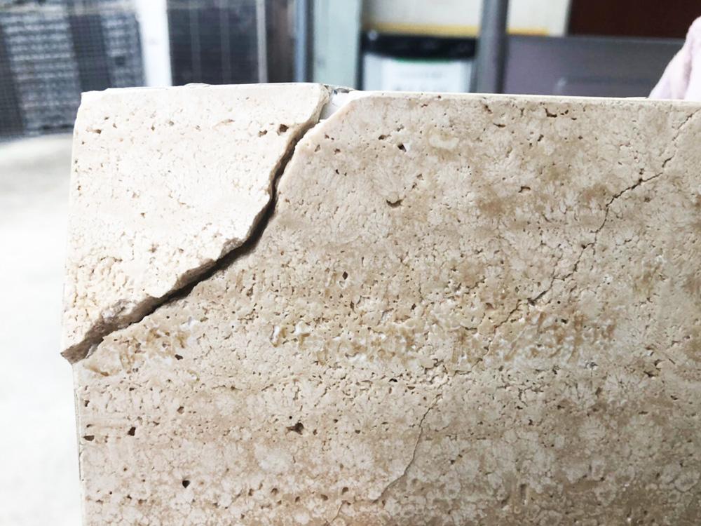 石の引き出しの割れ-補修前1