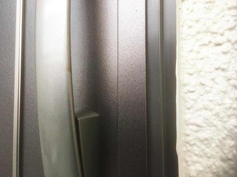 玄関扉のキズ補修後
