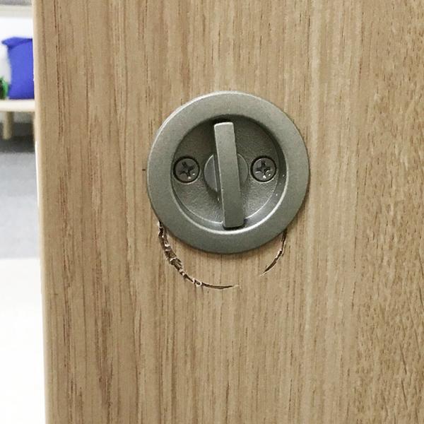 建具の穴間違えの補修