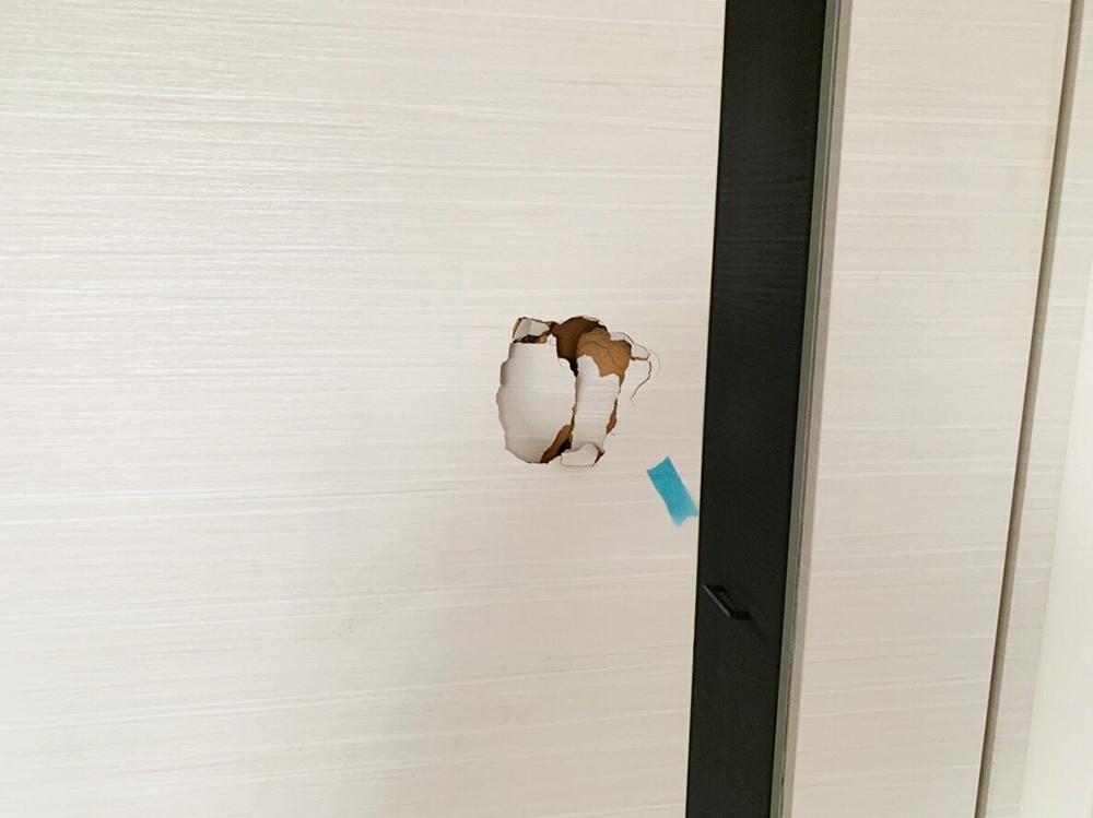 室内ドア-穴-リペア前