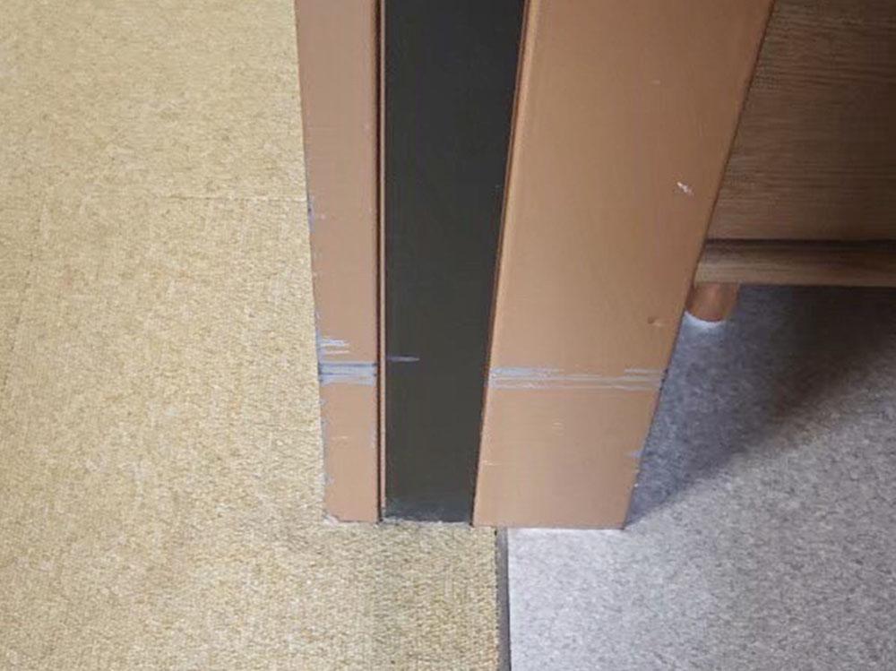 ドア枠のキズ 補修前