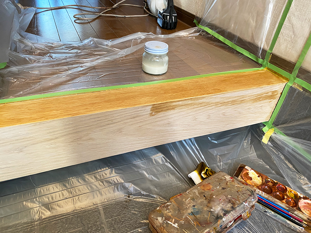 オークの突板を貼ります (単板貼りともいいます)