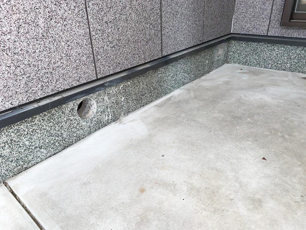 床下の防蟻処理 穴あけ