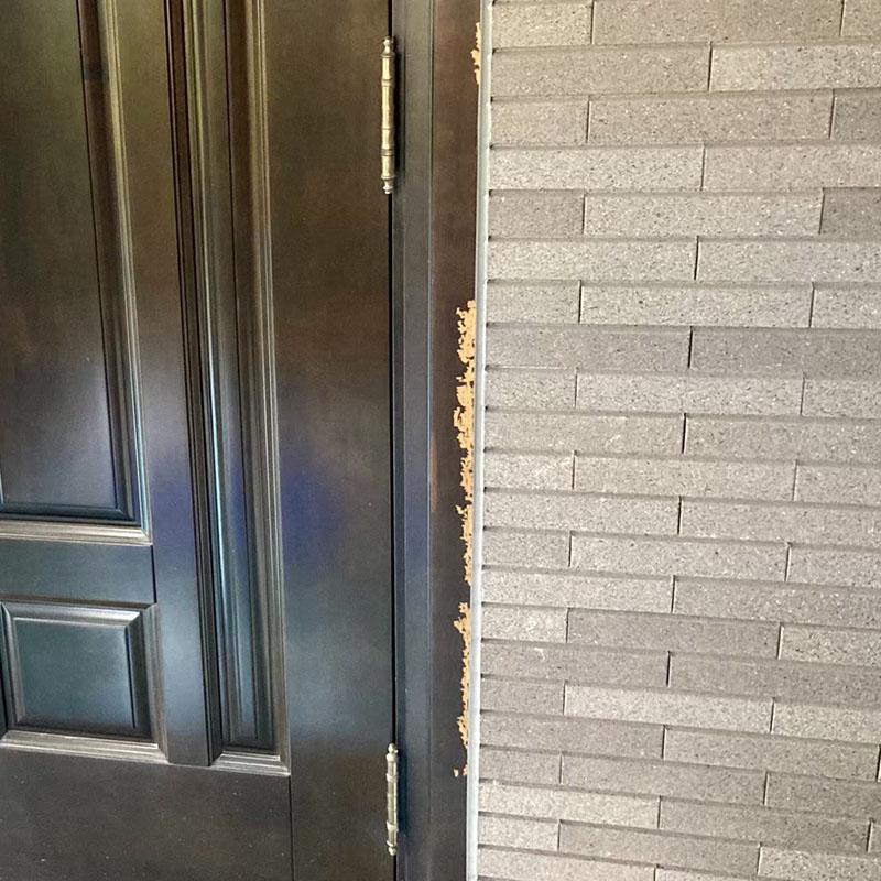 玄関ドア枠剥がれ